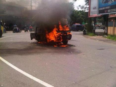 mobil-terbakar-pandaan